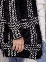 Czarny sweter w kratę z kieszeniami                                  zdj.                                  8