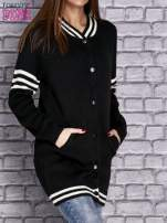 Czarny sweter z kieszeniami zapinany na zatrzaski                                   zdj.                                  3
