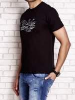Czarny t-shirt męski z napisami i liczbą 83