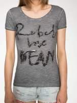 Czarny t-shirt z cekinowym napisem REBEL LOVE                                  zdj.                                  7