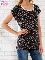 Czarny t-shirt z drobnym kwiatowym nadrukiem                                                                          zdj.                                                                         3