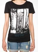 Czarny t-shirt z fotografiami miast                                                                          zdj.                                                                         7