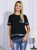 Czarny t-shirt z kolorowym wykończeniem                                  zdj.                                  1