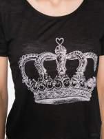 Czarny t-shirt z nadrukiem korony                                                                          zdj.                                                                         5