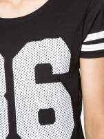 Czarny t-shirt z nadrukiem numerycznym w stylu baseball                                  zdj.                                  9