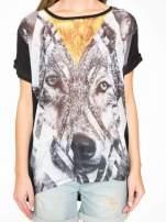 Czarny t-shirt z nadrukiem wilka i wydłużanym tyłem                                  zdj.                                  8
