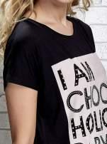 Czarny t-shirt z napisem I AM CHOCOHOLIC BABY                                  zdj.                                  4