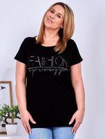 Czarny t-shirt z napisem z dżetów PLUS SIZE                                  zdj.                                  1