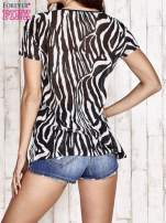 Czarny t-shirt z narzutką w zebrę                                                                          zdj.                                                                         4