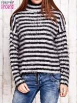 Czarny włochaty sweter w paski                                  zdj.                                  1