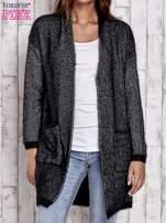 Czarny włochaty sweter z otwartym dekoltem                                  zdj.                                  1