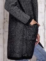 Czarny włochaty sweter z otwartym dekoltem                                  zdj.                                  5