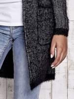 Czarny włochaty sweter z otwartym dekoltem                                  zdj.                                  7