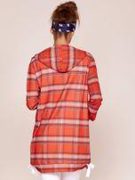 Czerwona bluza w kratę z dłuższym tyłem                                  zdj.                                  2