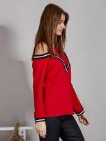 Czerwona bluza z ukośnymi ściągaczami                                  zdj.                                  5