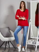 Czerwona bluza z motywem motyli                                  zdj.                                  4