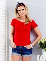 Czerwony t-shirt z wiązanym tyłem                                  zdj.                                  1