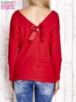 Czerwona bluzka z wycięciem na plecach i kokardą                                  zdj.                                  4