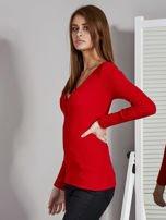 Czerwona bluzka z zatrzaskami przy dekolcie                                   zdj.                                  3