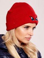 Czerwona czapka beanie z komiksowymi oczami                                  zdj.                                  2