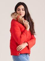 Czerwona damska kurtka z kapturem                                  zdj.                                  4