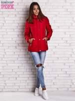 Czerwona kurtka zimowa ze skórzaną lamówką i futrzanym kapturem                                  zdj.                                  6