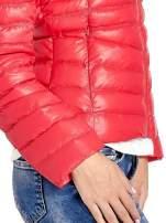 Czerwona lekka kurtka puchowa z kapturem                                  zdj.                                  7