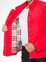 Czerwona pikowana kurtka ze skórzaną lamówką                                  zdj.                                  13