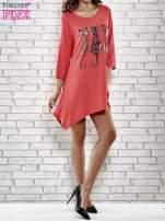 Czerwona sukienka damska z nadrukiem kotów                                                                          zdj.                                                                         2