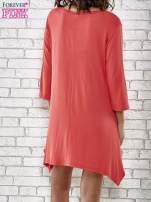 Czerwona sukienka damska z nadrukiem kotów                                                                          zdj.                                                                         4