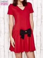 Czerwona sukienka dresowa z kokardą z przodu                                  zdj.                                  1