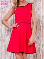 Czerwona sukienka skater z satynową lamówką                                  zdj.                                  1