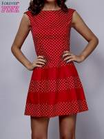 Czerwona sukienka w groszki z kontrafałdami                                  zdj.                                  1