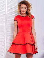 Czerwona sukienka z błyszczącym wykończeniem                                  zdj.                                  1