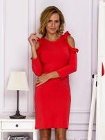 Czerwona sukienka z wycięciami na ramionach                                  zdj.                                  1