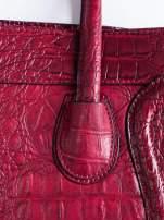 Czerwona trapezowa torba miejska z efektem skóry krokodyla                                  zdj.                                  5
