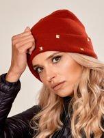 Czerwona wywijana czapka ze złotymi ćwiekami                                  zdj.                                  2