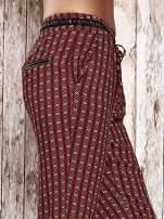 Czerwone lejące wzorzyste spodnie                                  zdj.                                  5