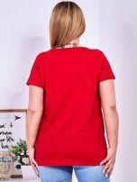 Czerwony t-shirt z błyszczącymi gwiazdami PLUS SIZE                                  zdj.                                  2