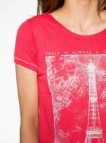 Czerwony t-shirt z nadrukiem wieży Eiffla                                  zdj.                                  5