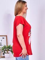 Czerwony t-shirt z roślinnym motywem PLUS SIZE                                  zdj.                                  3