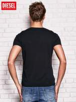 DIESIEL Czarny t-shirt męski z kolorowym napisem                                  zdj.                                  3