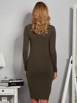 Dopasowana sukienka z dżetami przy dekolcie khaki                                  zdj.                                  2