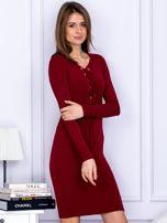 Dopasowana sukienka z wiązanym dekoltem bordowa                                  zdj.                                  5