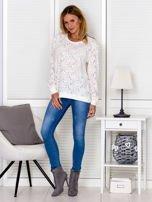 Ecru bluza z ażurowym motywem kwiatowym                                  zdj.                                  3