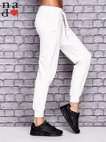 Ecru spodnie dresowe z zasuwaną kieszonką                                  zdj.                                  3
