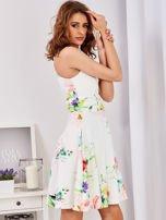 Ecru sukienka w kolorowe kwiaty                                  zdj.                                  6