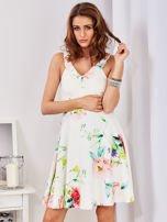 Ecru sukienka w kolorowe kwiaty                                  zdj.                                  3