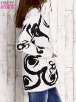 Czarny sweter long hair z ornamentowym motywem