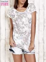 Ecru t-shirt w motylki z koronką przy rękawach                                  zdj.                                  1